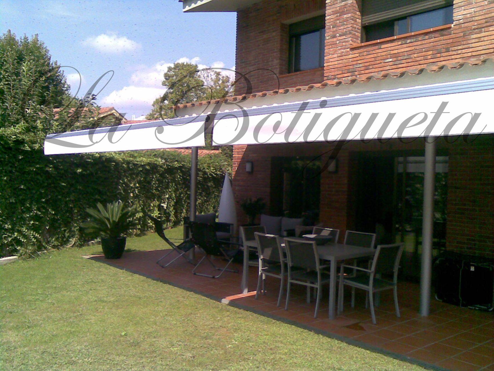 Cerramientos de terrazas toldos p rgolas y capotas for Toldos y pergolas para terrazas